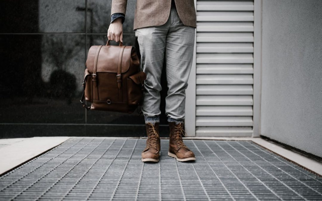 How to choose a men's bag: an overview of popular leather models